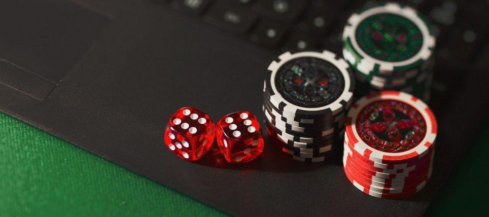 scommettere o giocare ai casino online